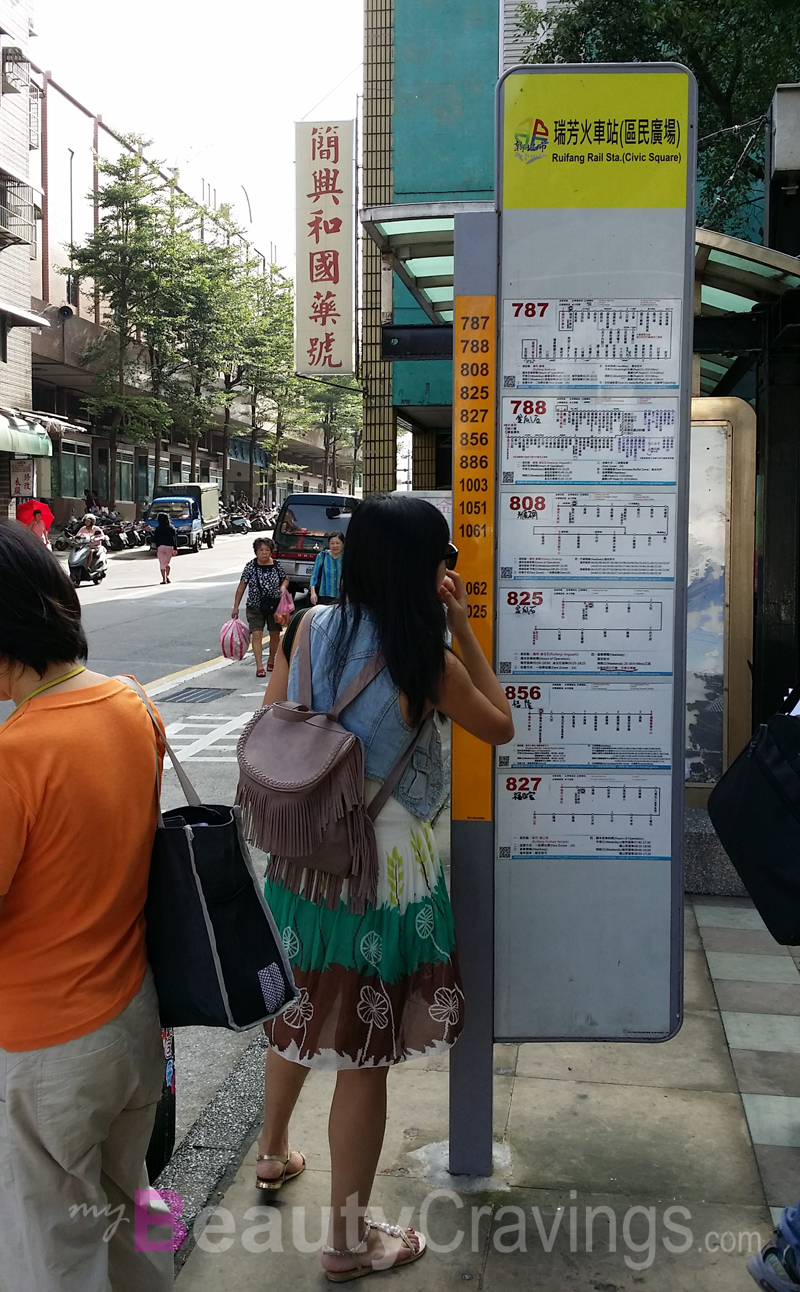 Bus stop to Jiufen and Jinguashi