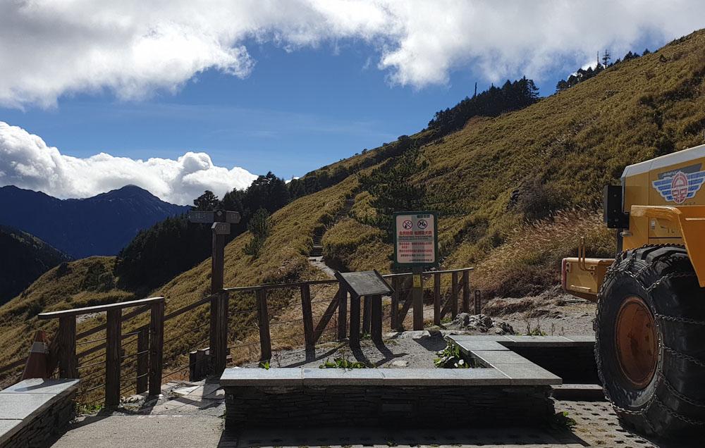 Hehuanshan East Peak Trail Entrance